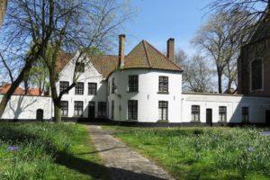 Bâtiment blanc du béguinage de Bruges (Begijnhof)