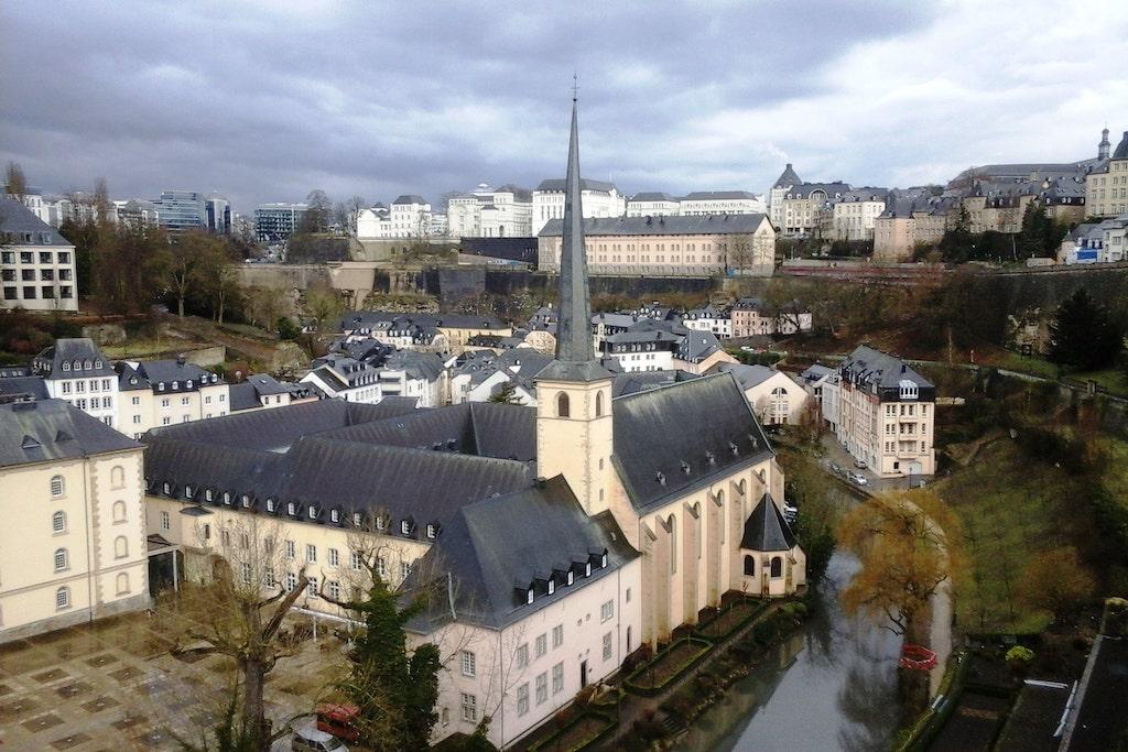 Vue sur le quartier du Grund, ville basse Luxembourg ville.