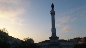 Coucher du soleil sur la place Rossio Lisbonne.