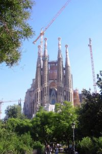 La Sagrada familia en construction Barcelone.
