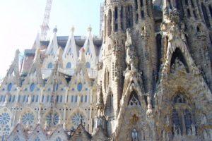 Gros plan sur la Sagrada Familia en construction Barcelone.