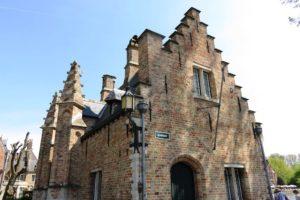 Maison éclusière au bord du lac d'amour à Bruges