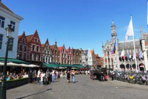 Vue d'ensemble sur la Grand-Place (Markt) de Bruges
