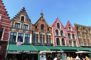 Les façades des maisons de la Grand-Place (Markt) de Bruges