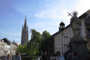 Vue depuis le quai du Rosaire (Rozenhoedkaai) à Bruges