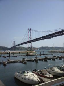 Pont du 25 avril et vue sur le Tage Lisbonne.