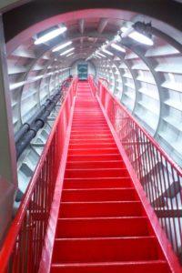 Escalier à l'intérieur de l'atomium Bruxelles.