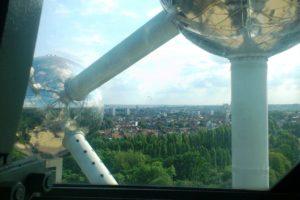 Vue sur Bruxelles et les sphères depuis l'atomium
