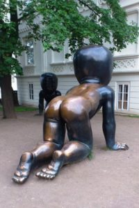 Bébé en bronze David Černý île Kampa Malà Strana Prague.