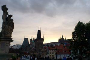 Pont Charles Prague avec coucher de soleil.