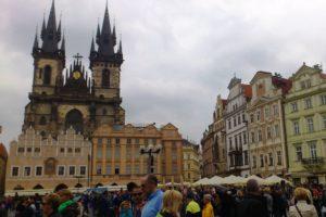 Place de la Vieille-Ville et église Notre-Dame-du-Týn Prague.