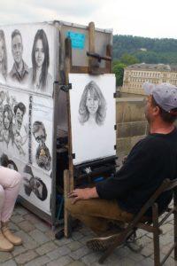 Artiste portrait sur le pont Charles Prague.
