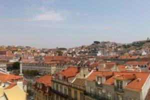 Miradouro vue sur la place Rossio et les toits de Lisbonne depuis Chiado