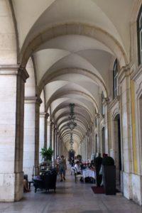 Arcades bâtiment place du commerce Lisbonne.