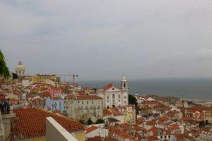 Vue depuis le miradouro das portas del sol Lisbonne.