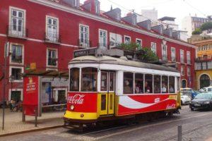 Electricos célèbres tramways jaunes de Lisbonne.