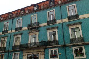 Façades avec azulejos sur maisons Lisbonne.