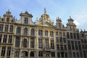 Façades ornés d'or des maisons de la Grand-Place de Bruxelles.