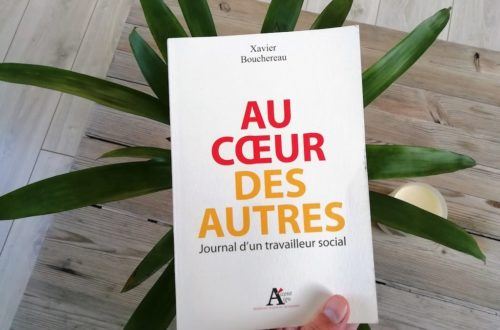 Couverture du livre Au coeur des autres de Xavier Bouchereau.