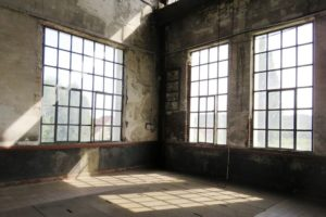 Intérieur ensoleillé de la salle des machines Oignies 9-9bis.