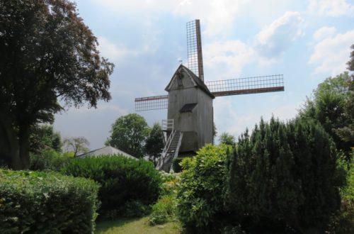 Vue sur le moulin de Cassel.