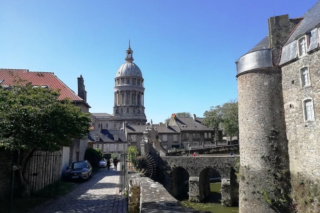 Vue sur le château et la basilique de Boulogne-sur-Mer