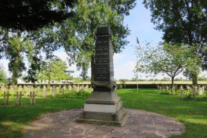 Monument de la nécropole nationale de Zuydcoote