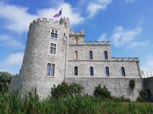 Vue sur le château d'Hardelot depuis les jardins