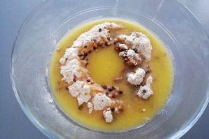 Beurre fondu ajouté au contenu du bocal kit pour cookies