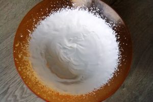 Crème fouettée dans un saladier
